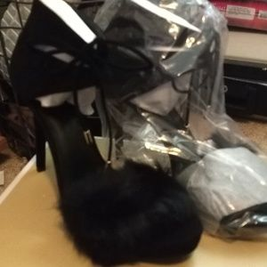 Michael Kors.. Remi black fur Sandals heels 8 new